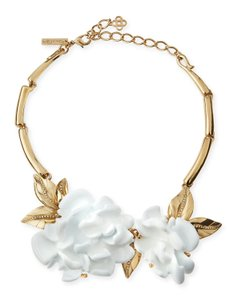 Oscar de la Renta White Resin Flower Necklace