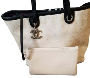 Chanel Shopping Shopping Fever Leather Tote in white with black trim
