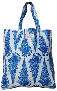 Lilly Pulitzer Ester Lauder Like New Tote in White with blue sea shells