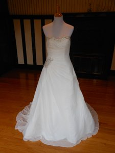 Pronovias Umero Wedding Dress