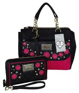 Betsey Johnson Cross Body Wallet Appliques Satchel in fuchsia/black