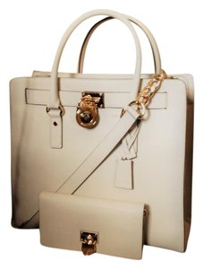 Michael Kors Handbags Hamilton Tote Satchel in Warm White / Creme