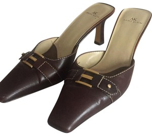 Anne Klein brown Mules