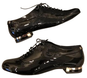 Chanel Pearl Gold Patent Leather Oxford black Flats