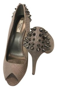 Vera Wang Studded Embelished Peep Toe Snakeskin tan Pumps