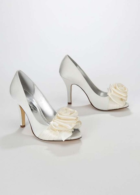 Item - Ivory Heels Flower Rose Formal Size US 8