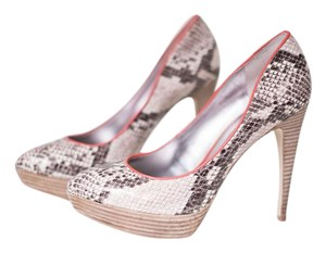 Guess Datenight Snakeskin/Red Pumps