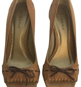 BCBGeneration camel color suede Pumps