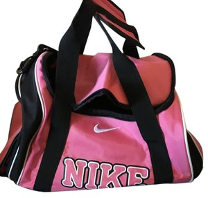 Nike Weekend   Travel Bags - Up to 90% off at Tradesy a561afa88c49a