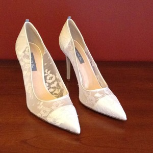 Sjp By Sarah Jessica Parker White Fawn Pumps Size Us 9 Regular M B