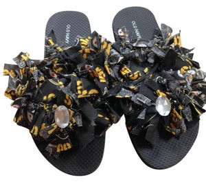 Other Steelers Women's Flip Flops Size 6 Black and Gold Sandals