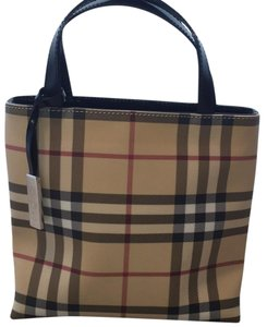 Burberry Tote in beige plaid