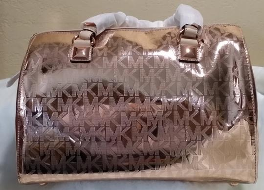 Michael Kors Shoulder Signature Patent Pet And Smoke Free 35s6mgys2z Satchel in Rose gold