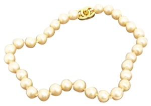 Chanel pearl Necklace with Turn Lock CC Chanel Clasp