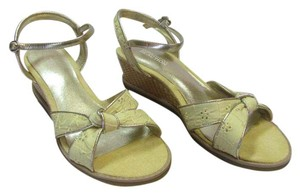 Kenneth Cole Size 6.00 M Fabric With Design Very Good Condition Yellow, Gold, Neutral Sandals