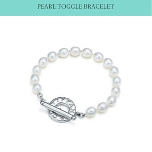 Tiffany & Co. T&Co pearls toggle bracelet.