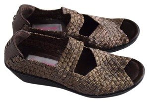 Bare Traps Wedges