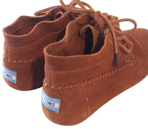 TOMS chestnut suede Boots