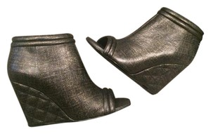 Chanel Cc Wedge Open Toe Quilted Black/Gold Boots