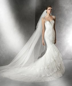 Pronovias Prusia Wedding Dress