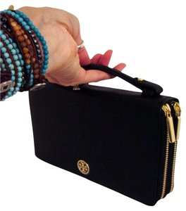 Tory Burch NWT TORY BURCH LARGE TRAVEL WALLET BAG CELL/PASSPORT/CREDIT CARDS