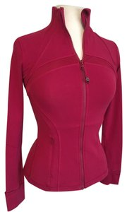 Lululemon Define-special edition cranberry, Zippered front, vented rear