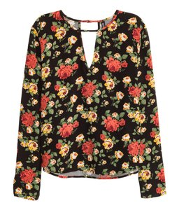 H&M Black Red Floral Roses Cut Out Top Black/Roses