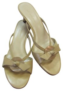 AK Anne Klein New Size 8.00 M Leather Very Good Condition Neutral Sandals