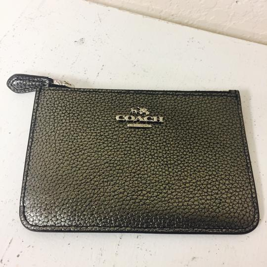 Preload https://img-static.tradesy.com/item/20708379/coach-pewter-pebbled-card-case-wallet-0-0-540-540.jpg