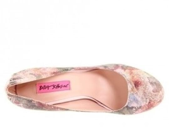 Betsey Johnson pink floral Pumps