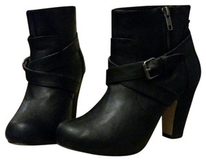 Steve Madden Pet And Smoke Free Manmade Strap Trim Faux Leather black Boots