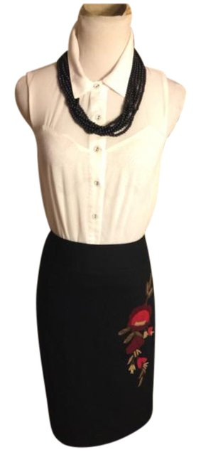 Item - Black/Red Petite-ann Wool with Flannel Floral Accents Penil Skirt Size Petite 8 (M)