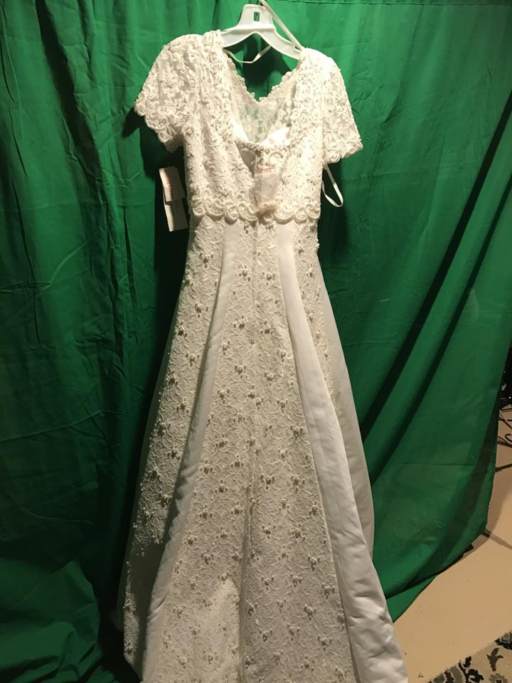 Gloria vanderbilt white wedding dress size 8 m tradesy for Gloria vanderbilt wedding dress
