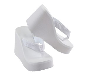 Urban Outfitters Vintage Deadstock Wedge 90's white Platforms