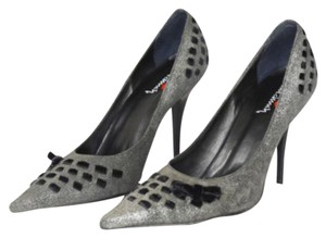 Luichiny Silver and Black Metallic Pumps