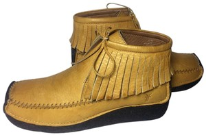 Frye 75300 Aztec Moccasin 8.5 Women 8.5 Yellow Boots