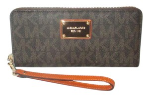 Michael Kors Jet Set Item MK Signature Logo PVC Travel Continental Wallet