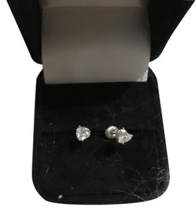 Allurez 0,75 Heart Shape Diamond Stud Earrings