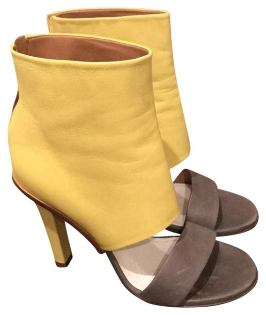 Item - Grey and Yellow Sandal Pump Formal Shoes Size US 8 Narrow (Aa, N)