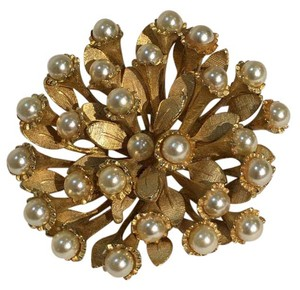 Vintage costume jewelry brooch Dazzle and refinery