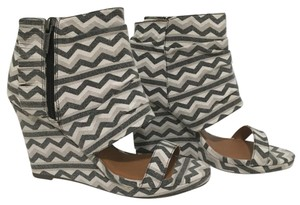 Michael Antonio Gray, black, white Wedges
