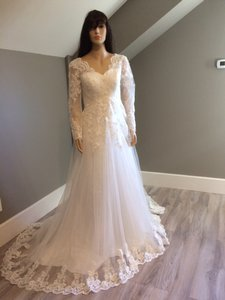 V-neck Backless Long Sleeve Court Wedding Dress Wedding Dress