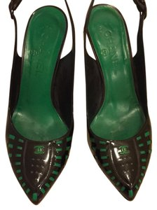 Chanel black and green Pumps