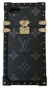 Louis Vuitton Petite Malle Eye Trunk iPhone 6 and 7 Case p