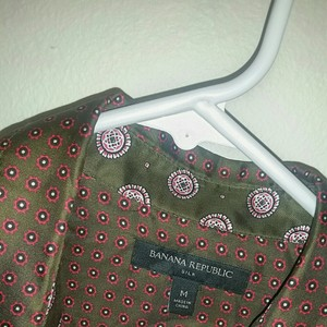 Banana Republic Button Down Shirt Olive green patterned blouse