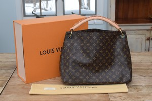 Louis Vuitton Lv Artsy Artsy Mm Shoulder Bag