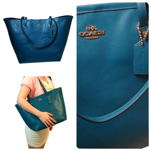 Coach New Taxi Large Shoulder Handbag Purse Blue Leather Crossgrain Spring Summer Travel School Tote in Teal