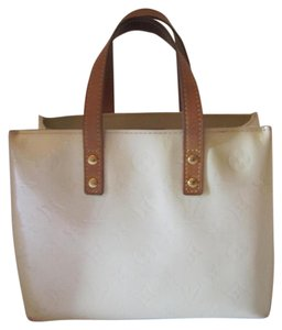 Louis Vuitton Reade Vernis Leather Tote in BEIGE