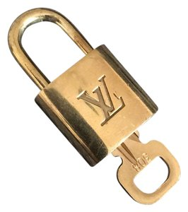 Louis Vuitton brass lock and key set for any size bag including bandouliere Keepall Speedy Neverfull 25 30 35 40 45 50 55 60 PM GM MM