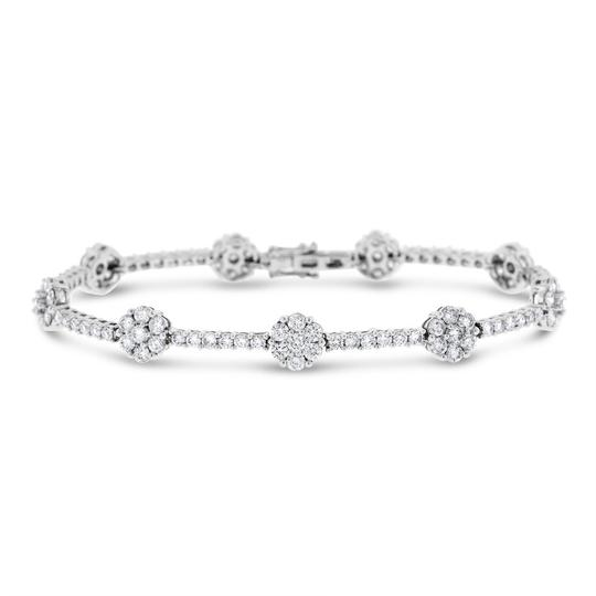 Preload https://img-static.tradesy.com/item/20729372/460-ct-natural-superfine-diamond-flower-solid-18k-white-bracelet-0-0-540-540.jpg